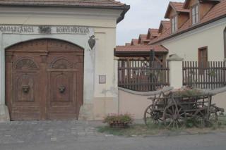 Szirmay-kúria (Oroszlános Borvendéglő és Borhotel)