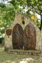 Szent István és Boldog Gizella domborműve