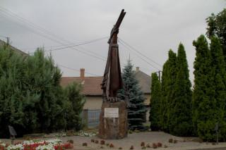 Főnixmadár-szobor